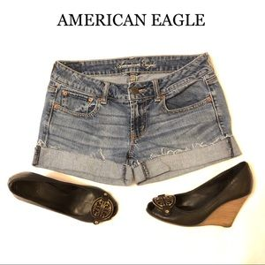 AMERICAN EAGLE CUT OFF JEANS SHORTS